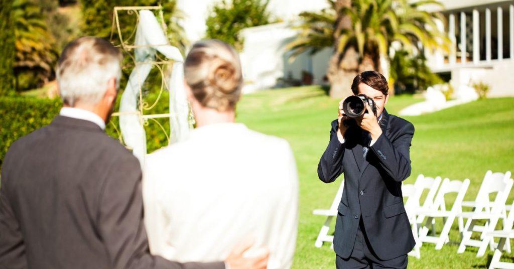 Berita Pernikahan 2021: Fotografer Menghapus Foto Pernikahan