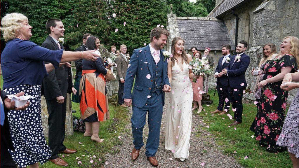 Berita Pernikahan 2021: Pembatasan dan Pernikahan Outdoor